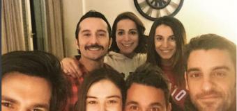 Nihal Işıksaçan, autoscatto con gli amici di Cherry Season – La stagione del cuore